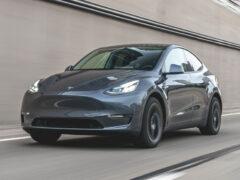 Tesla запустила бета-версию полноценного автопилота