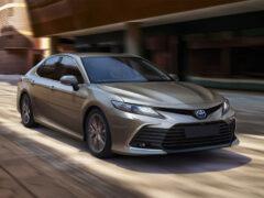 Обновленная Toyota Camry: версии для России