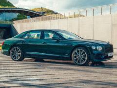 У седана Bentley Flying Spur появилась гибридная версия