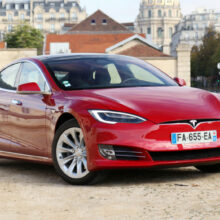 Интерфейс электромобилей Tesla: теперь на русском языке